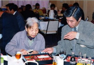 お年よりと全員仲良く食事会